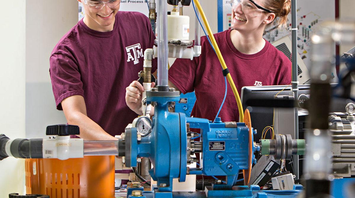 ETID-MMET-feature-block-students-working-lab-equipment-04Mar2019